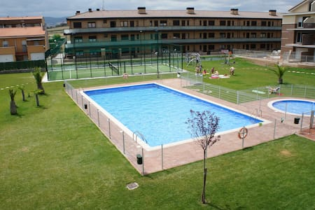 Duplex en urbanización con piscina - Alesanco - Byt