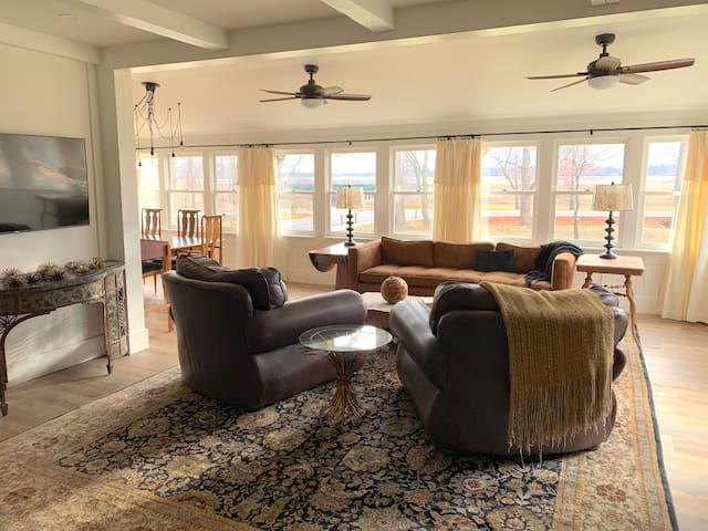 The big, comfortable LIVING ROOM furniture is perfect for relaxing and watching the tow boats and barges rumble down the river... As well as the local wildlife that wanders across the yard at dusk and dawn.