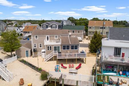 Dockside, lagoon getaway minutes from the beach!