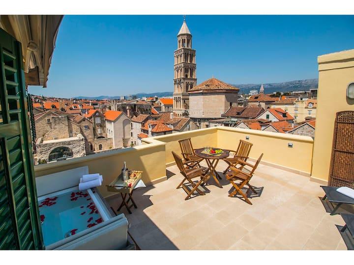 Diocletian Tower ap.-Terazza Grande