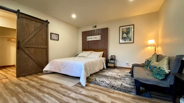 Master Bed w. private entrance - Near Disneyland