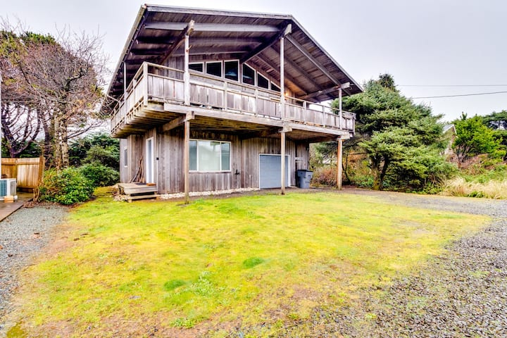 Dog-friendly home w/ two kitchens, fireplace, & foosball - nearby beach access
