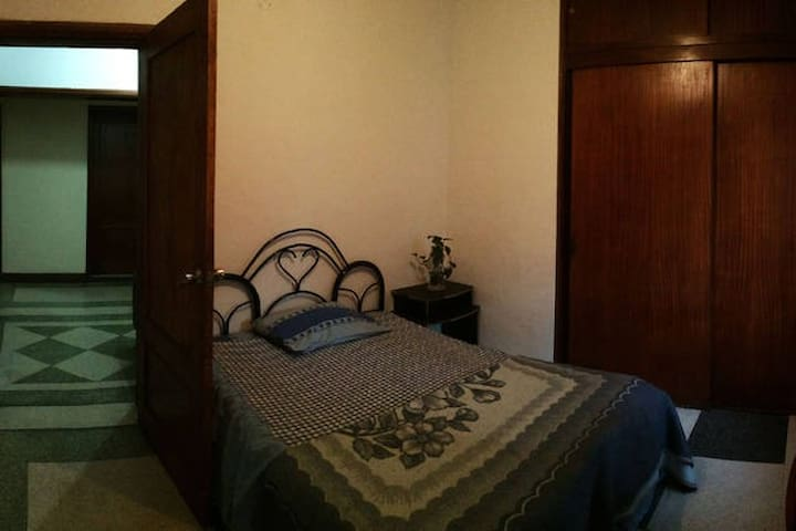Private Room in Caracas / Los Palos Grandes - Caracas - Bed & Breakfast