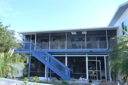 Ozona 1BR waterfront Apartment, Sleeps 2 - Palm Harbor