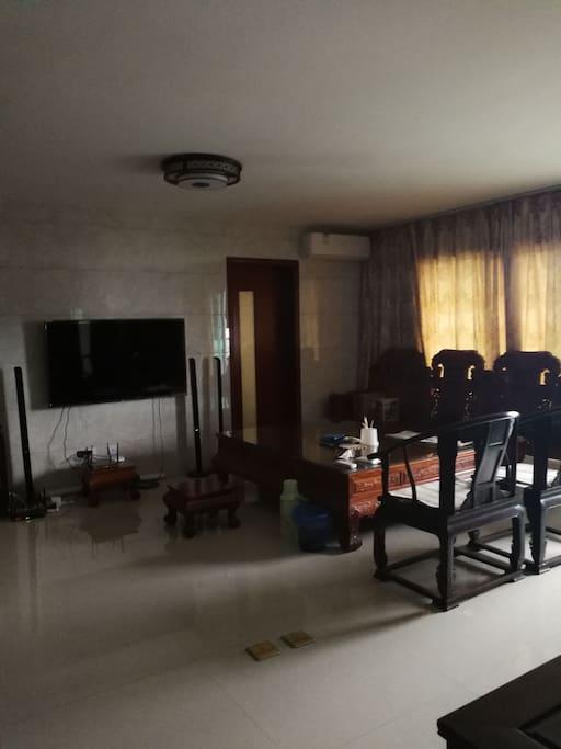 客厅可以看电视