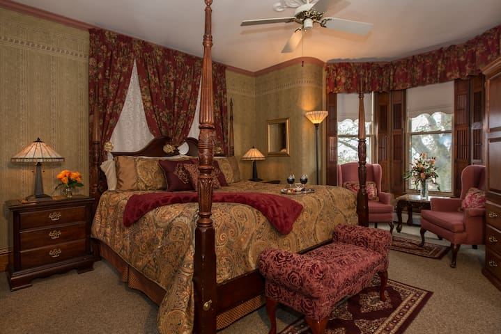 Parker House Suite - Sutherland House Victorian Bed & Breakfast