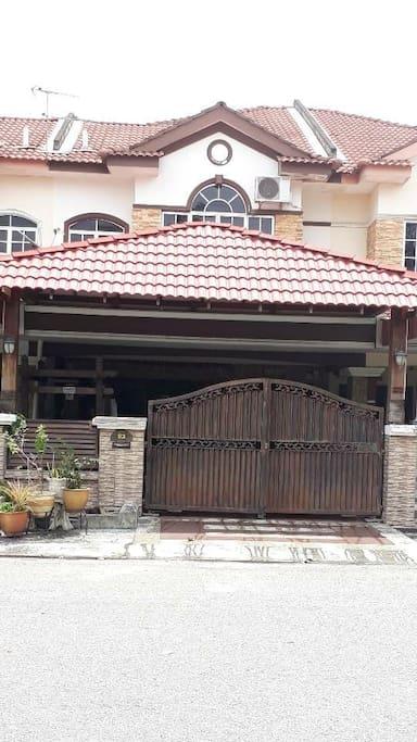 Front Porch - Private Car Park