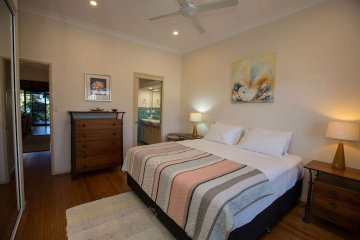 Frangipani Place - Wongaling Beach - Main king bedroom with ensuite
