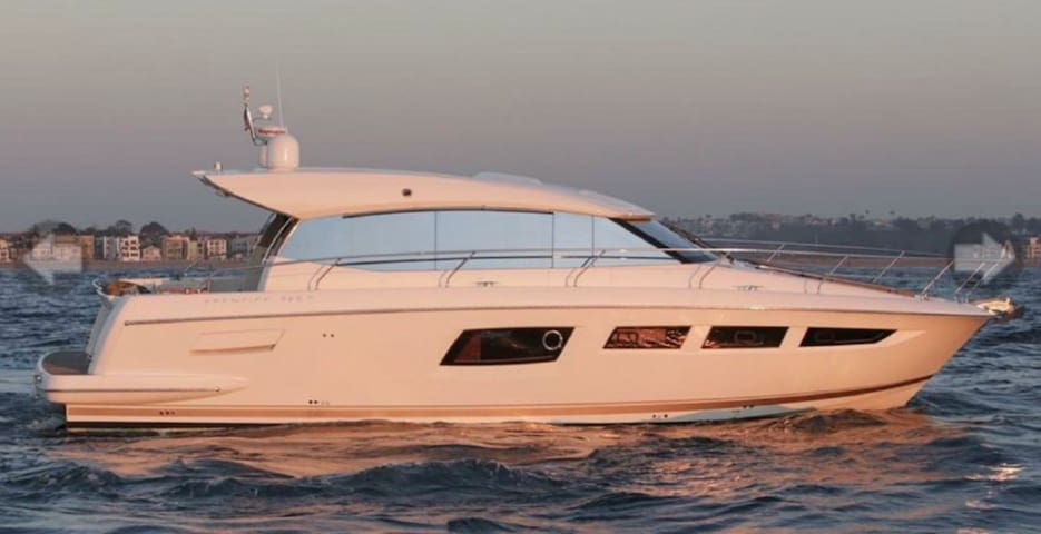 50ft luxury yacht with 3 bedrooms