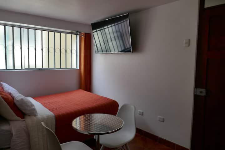 Habitación con baño privado. 10 min. a plaza armas
