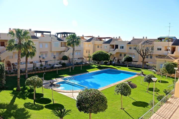 Bajo con jardín junto a Playa Estudiantes y Puerto - Villajoyosa - Huis