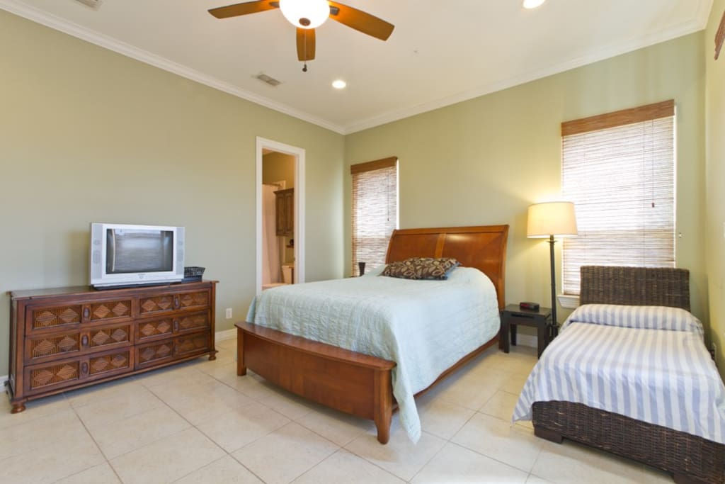 Master bedroom with Queen bed, twin and twin day bed