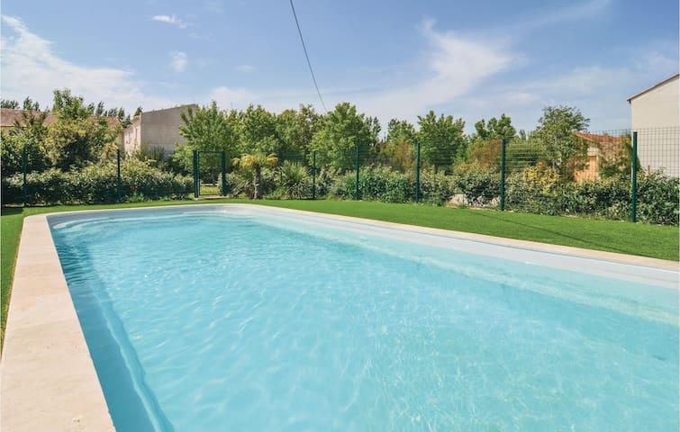 Semi-Detached with 2 bedrooms on 68 m² in Le Sambuc