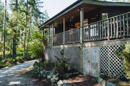 Blue Ewe B&B: Forest, Beach, Sauna, & Privacy!
