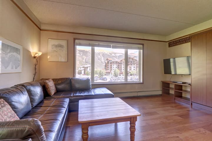 Affordable Ski Condo with awesome views. TL207