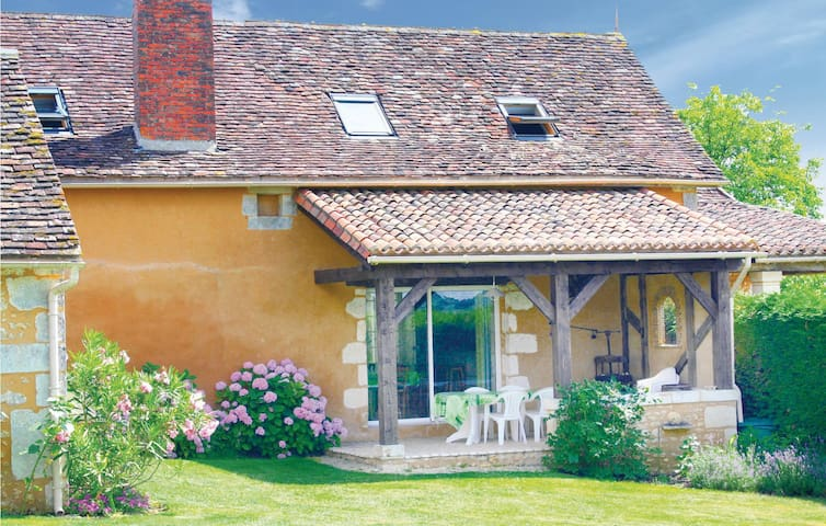 Holiday cottage with 4 bedrooms on 170m² in Villamblard