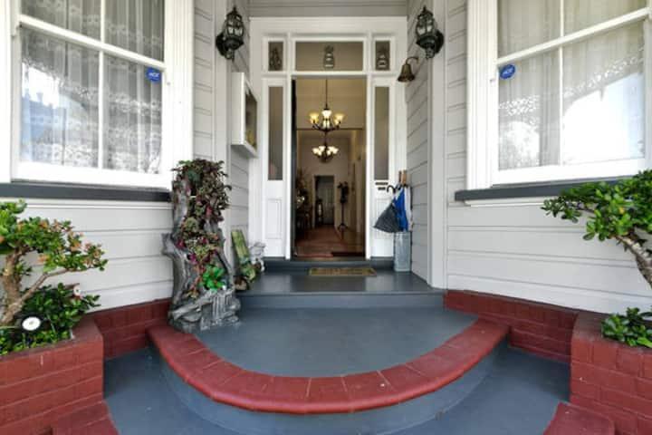 Epsom Villa, Twin Room
