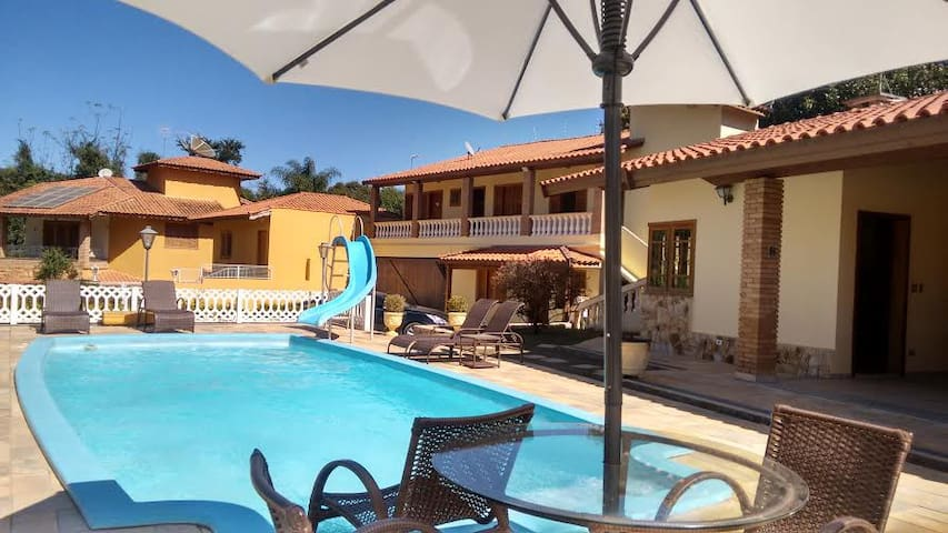 Hotel Pousada com suítes equipadas e casas. - Atibaia - Bed & Breakfast