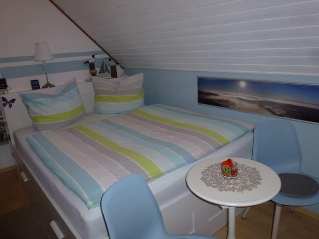 gemütliches Zimmer mit Bad in Ebersberg
