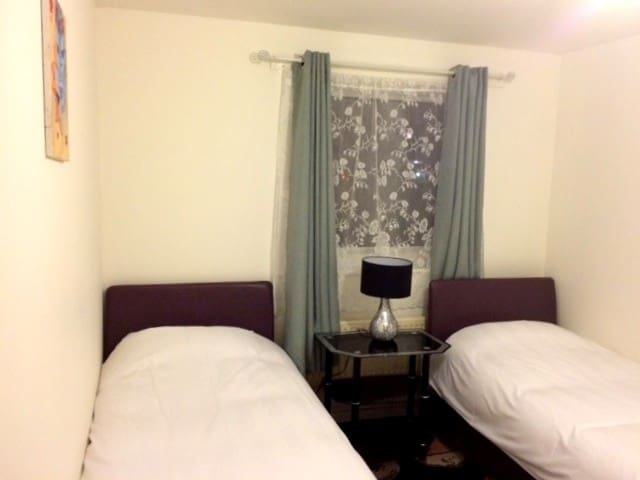 Bright and Cosy Twin Room in Northolt - Northolt - Lejlighed