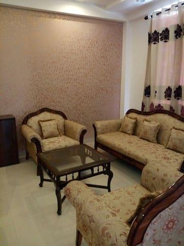 KB's Service Apartment - Noida - Lakás