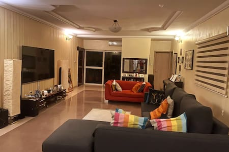 Comfy private room in luxurious apartment in Abuja