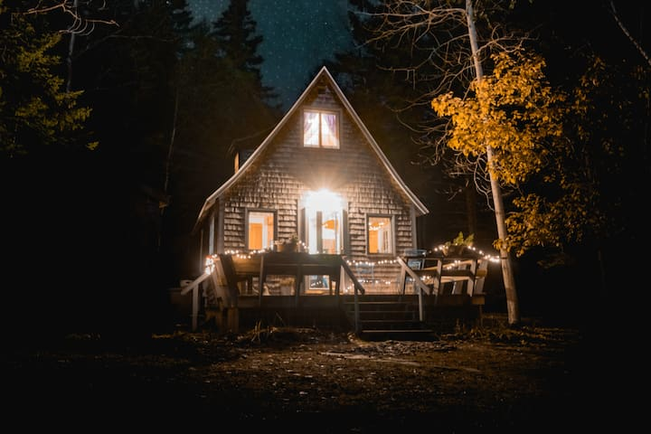 {Poet's Cabin | Tucked in the Woods + WiFi!!!}