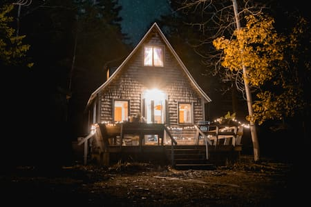 {Poets Cabin Tucked In The Woods | Quiet + Wi-Fi}