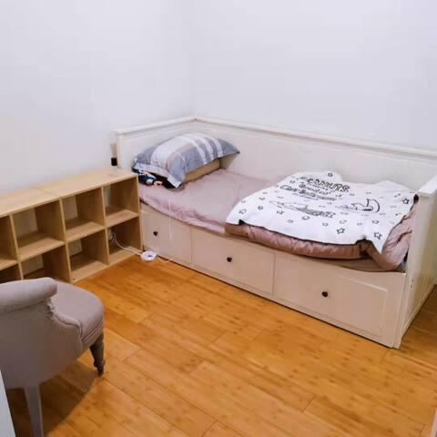 Lewisham lovely bedroom - Inner west city life