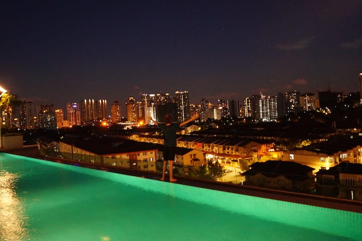 *SINGLE ROOM with INFINITY POOL *AMAZING*