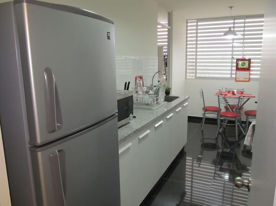 Refrigerador, Horno Microonda