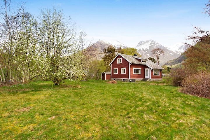 Charming cabin in Rosendal's majestic surroundings - Kvinnherad - Ev