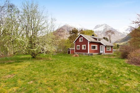 Charming cabin in Rosendal's majestic surroundings - Kvinnherad - Rumah