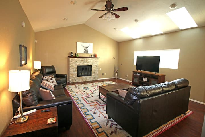 Grand Abode - Beautiful Spacious Home for families