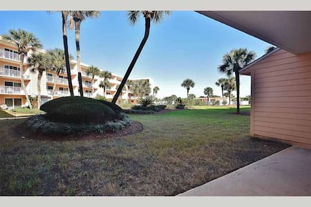 SABT103 - You will love this ground floor Condo close to the pool and Ocean - St. Augustine Beach - Kondominium