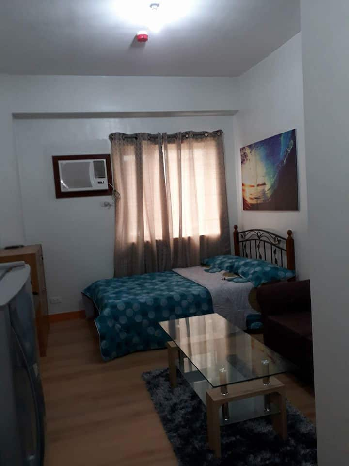 Trees Residences Condo unit with Unlimited WIFI