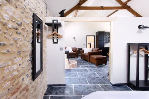 The Cowshed, Washing Pool Barns - suite for two