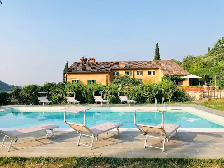 Glamorous villa, private pool very close to Verona