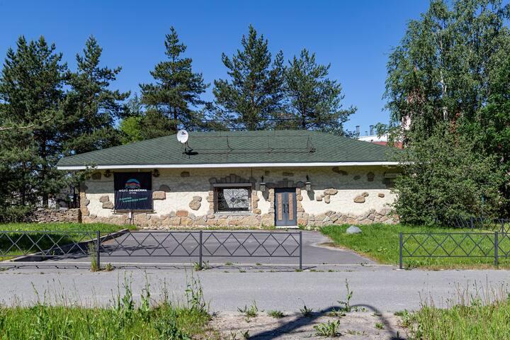 Каменный дом  с каминами на окраине Пушкина