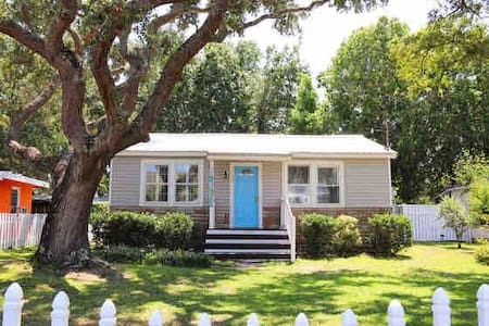 Charming beach cottage blocks from the beach!