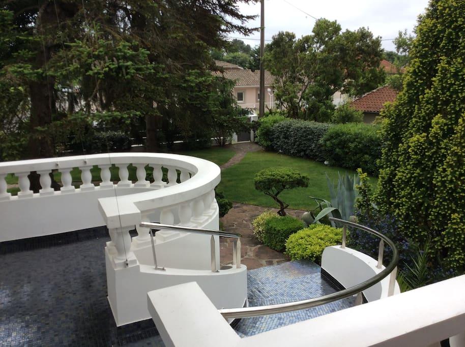 belle villa avec piscine 100m du bassin maisons louer andernos les bains aquitaine. Black Bedroom Furniture Sets. Home Design Ideas
