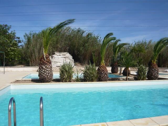 maison indépendante dans domaine de vacance - Arles