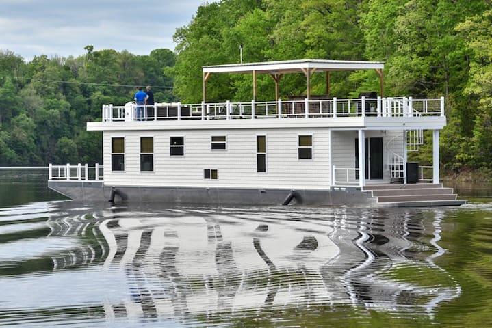 Cream Houseboat 4 Bedroom
