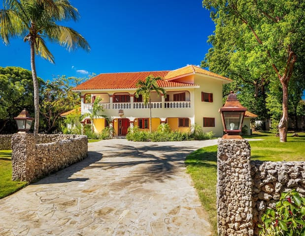 5000 Square Foot Villa in Top Rated Community