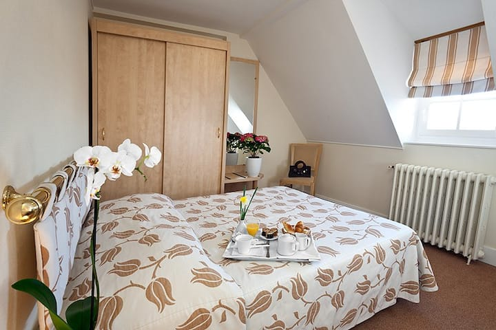 CHAMBRE CLIMATISEE AVEC SDB PRIVEE