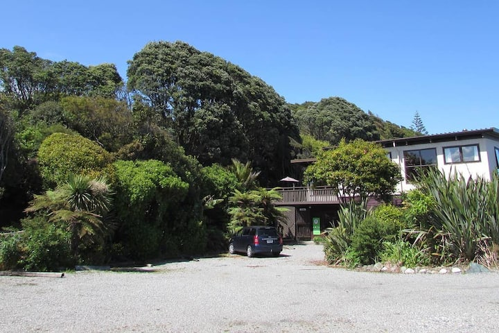 Birdsong Accommodation YHA Hokitika-Triple