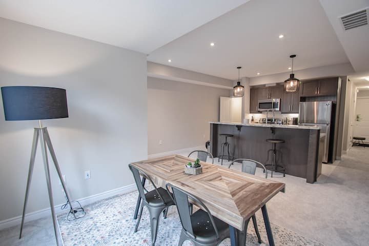BRAND NEW Modern 2 Bedrm Entire Townhome DT Milton