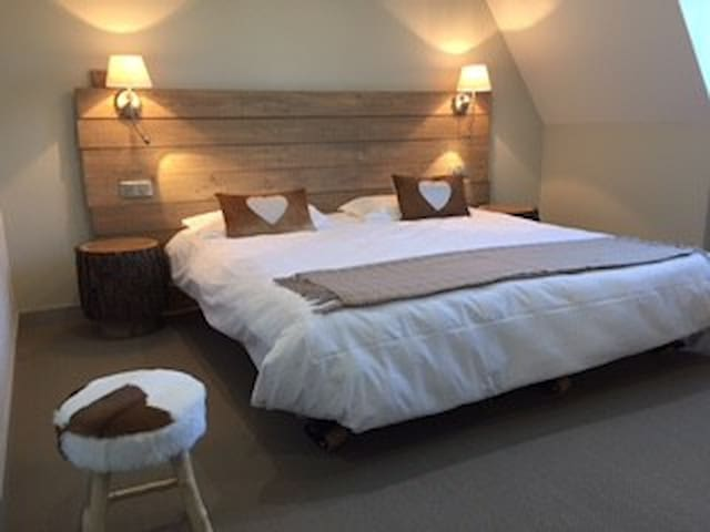 Les Sagranières Chambres d'hôtes - Salers - Bed & Breakfast