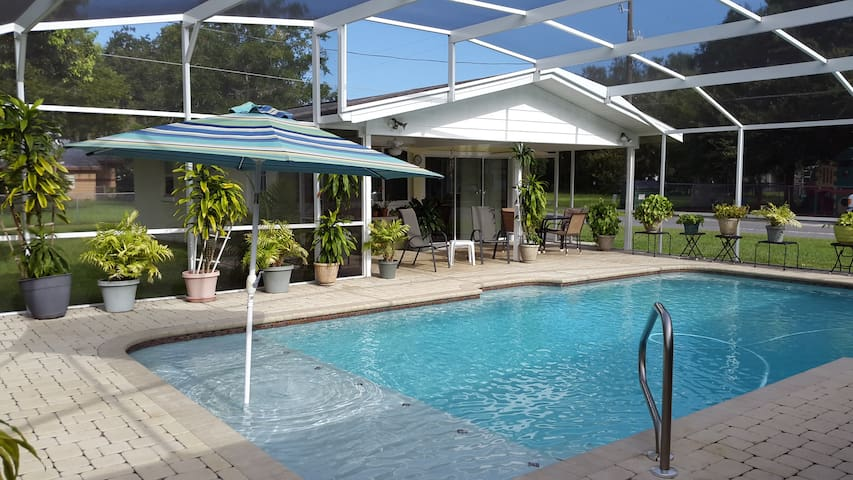 Nana's Guesthouse w/ Heated Pool 20 Miles - Disney
