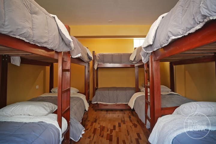 MALE SHARED BEDROOM X 10 BED - W/ BREAKFAST